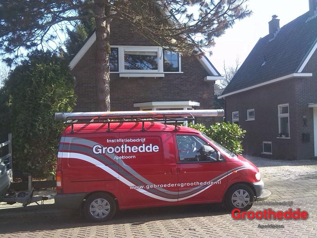 Monteren van zonnepanelen op een plat dak met renusol en enecsys in apeldoorn - Van schaduw dak ...