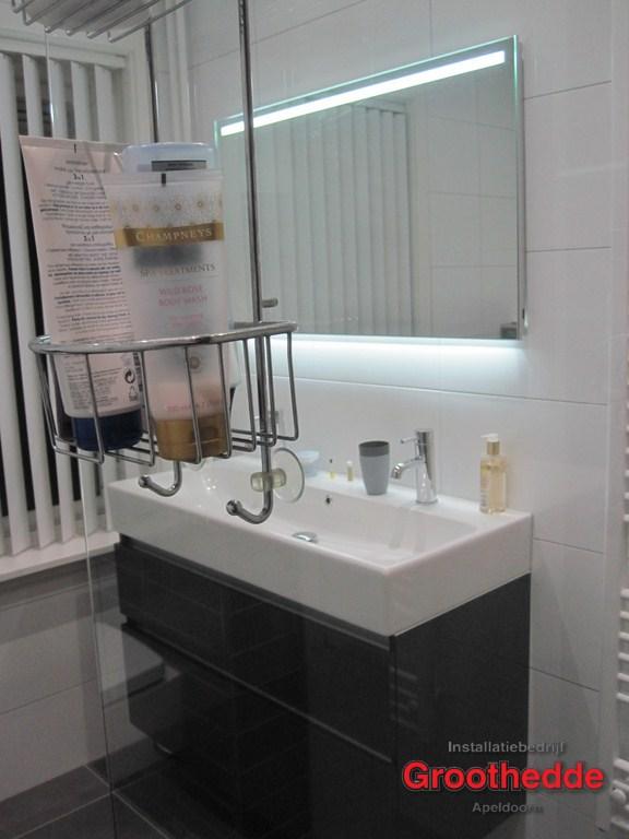 Tegels Badkamer Stroken ~ oude badkamer vervangen voor een prachtige nieuwe badkamer in de van